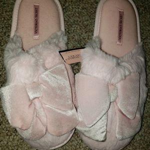 Victoria Secret (7-8) pink slippers size M